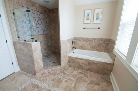 Master Bath / For More Info on vacationing in this home Visit:http://www.carolinadesigns.com/corolla-vacation-rental/480-ten-tan-toes/